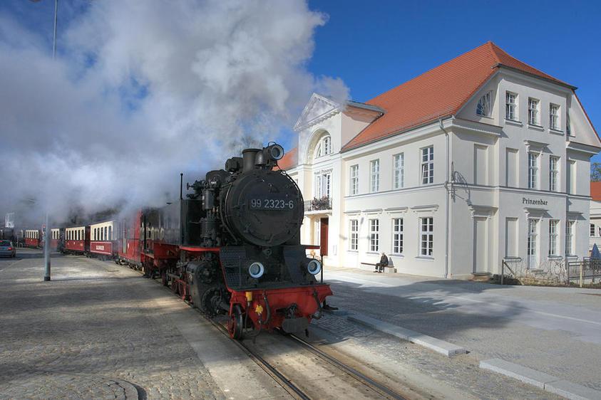 Bad Doberan, in der Mollistraße – rechts das Prinzenpalais
